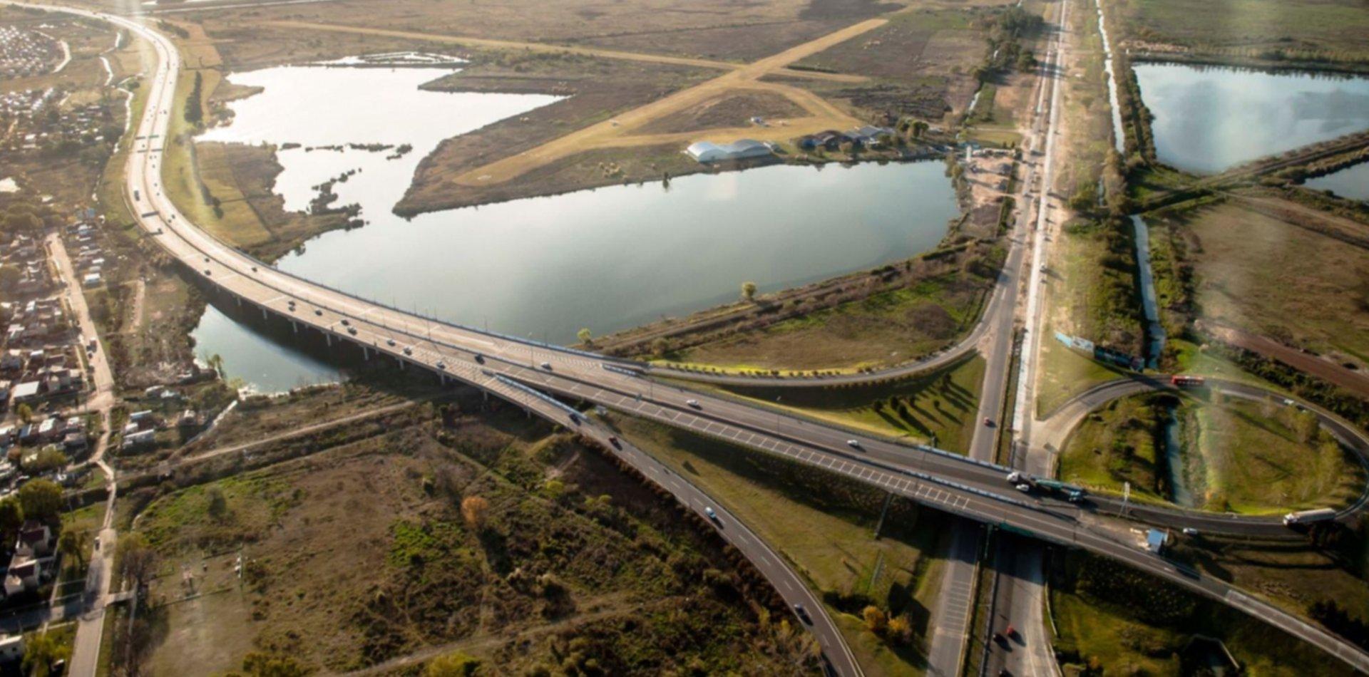 ¿Se vienen los carriles exclusivos para motos en la Autopista La Plata-Buenos Aires?