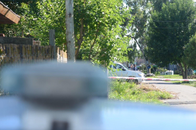 Armados y con handys, cuatro ladrones protagonizaron una nueva entradera en La Plata