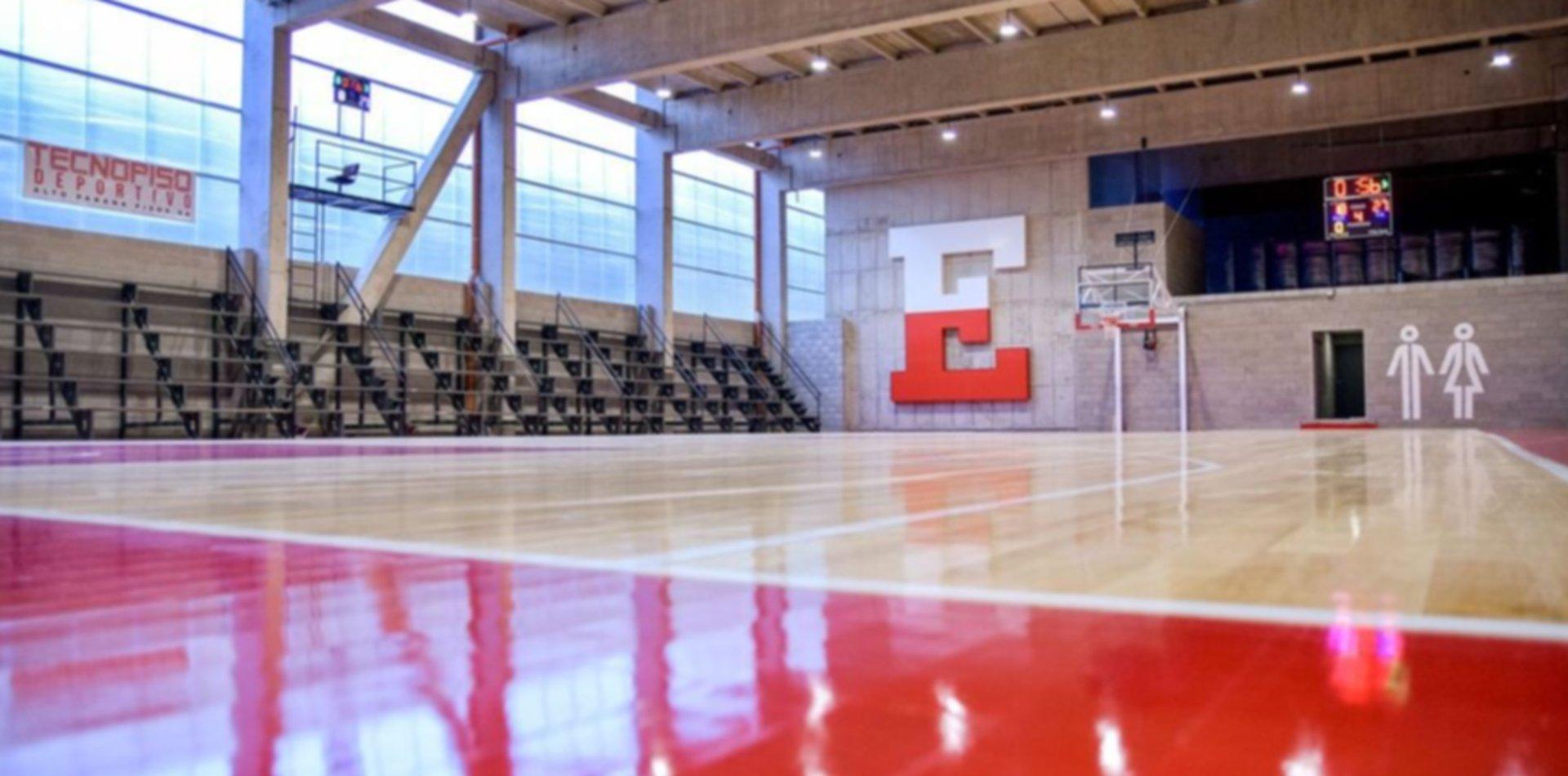 Con 544 metros cuadrados y un piso deportivo de lujo, así quedó el Polideportivo de UNO
