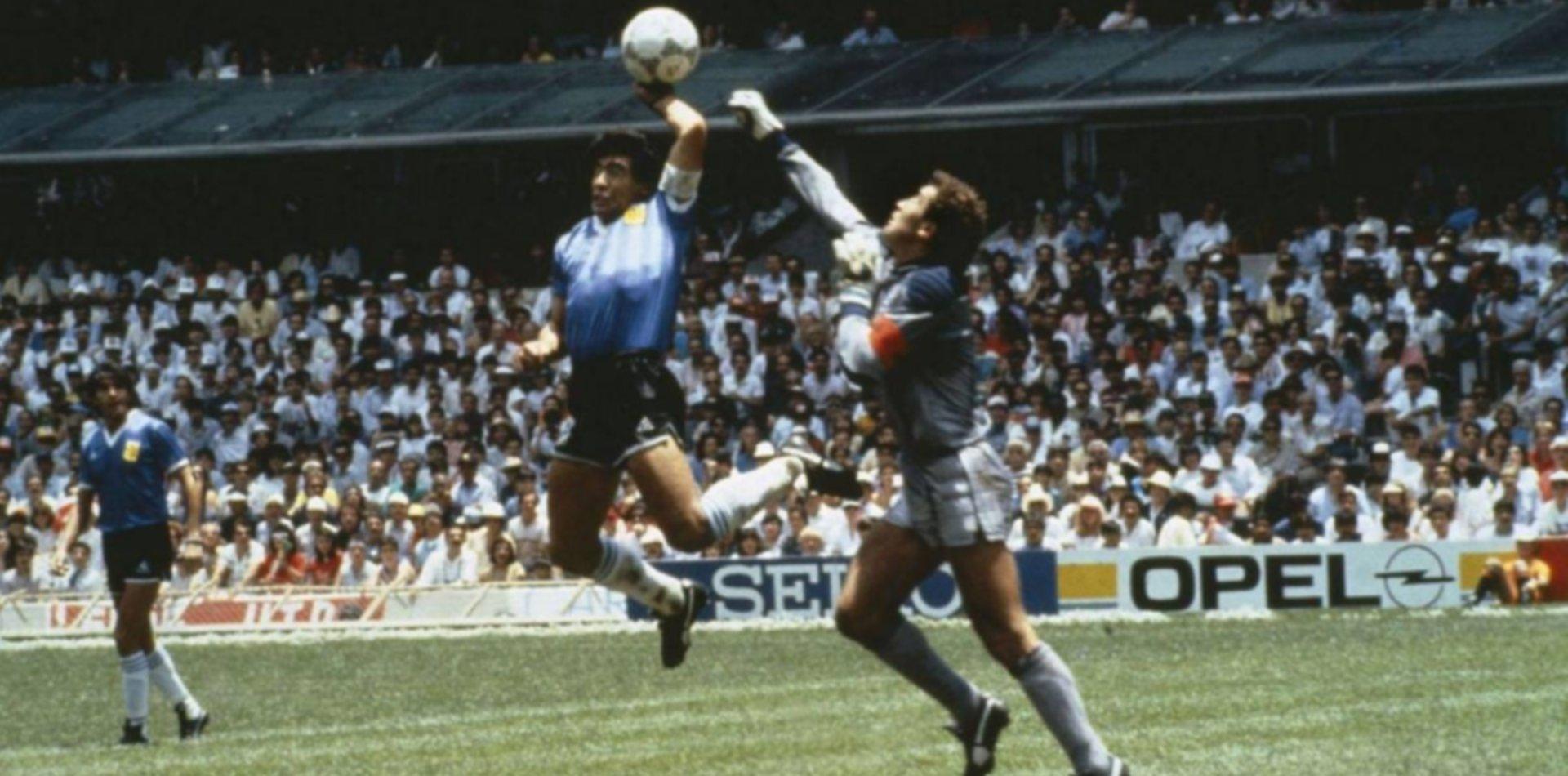 """Peter Shilton le mandó un duro mensaje al DT de Gimnasia: """"Maradona es un tramposo, nunca lo respetaré"""""""