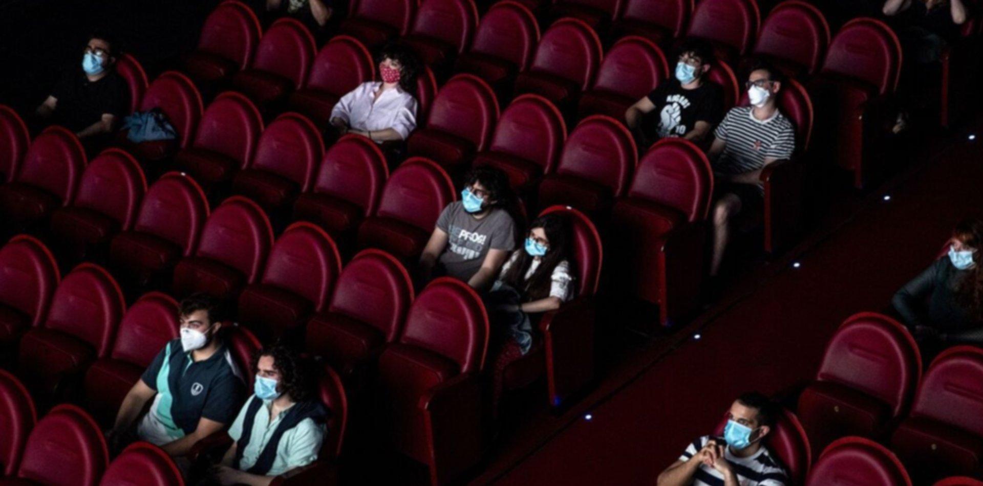 Acuerdan protocolos para que vuelvan a abrir los cines