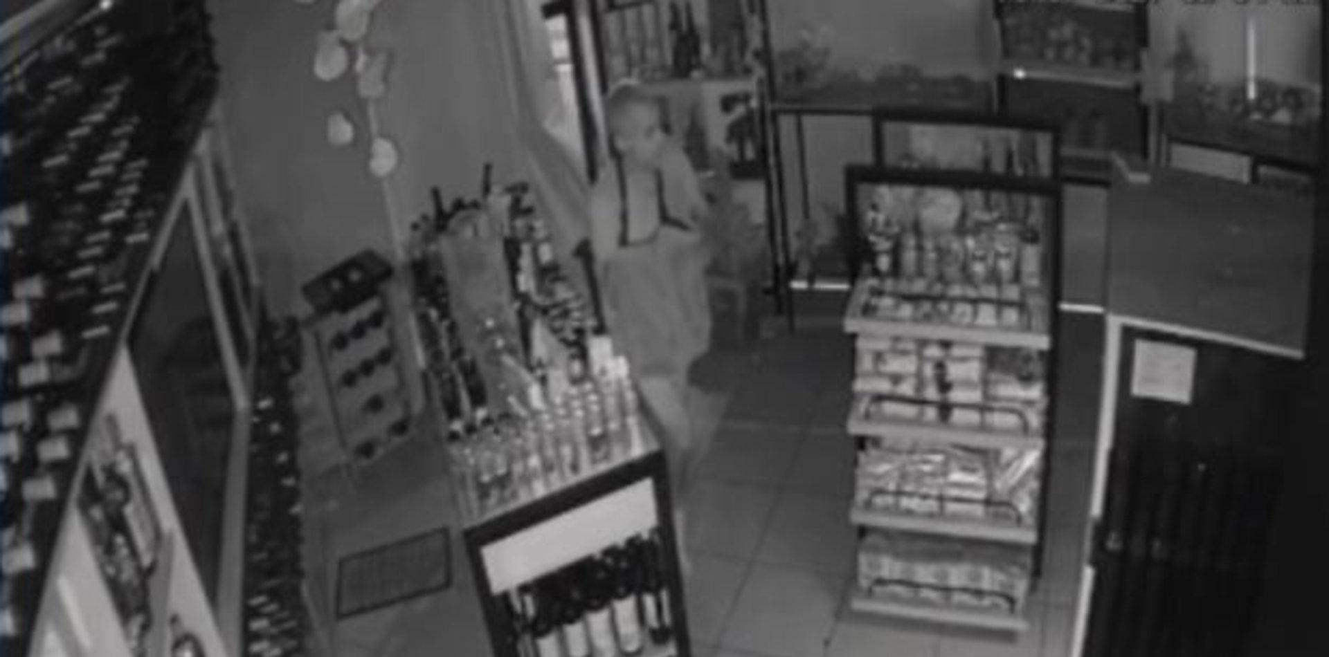 VIDEO: Se metió en una tienda de comidas y robó, pero quedó filmado y terminó preso