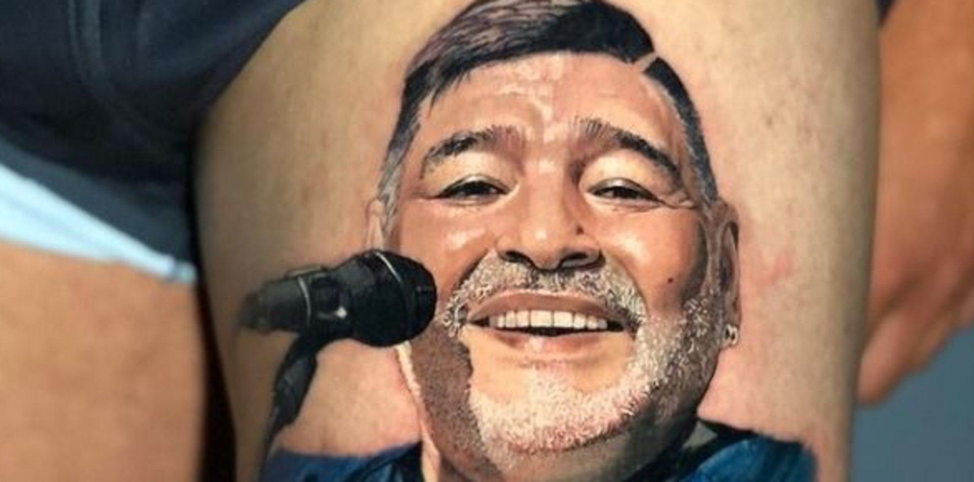 Un jugador de Gimnasia se tatuó a Maradona y el resultado es impactante