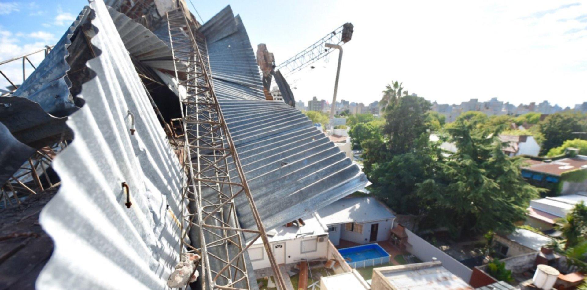Se cayó el techo de una cochera y su casa quedó en peligro de derrumbe