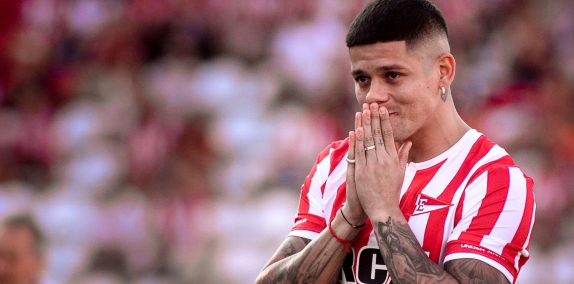 Marcos Rojo no se hisopó y viaja a Manchester para definir su futuro