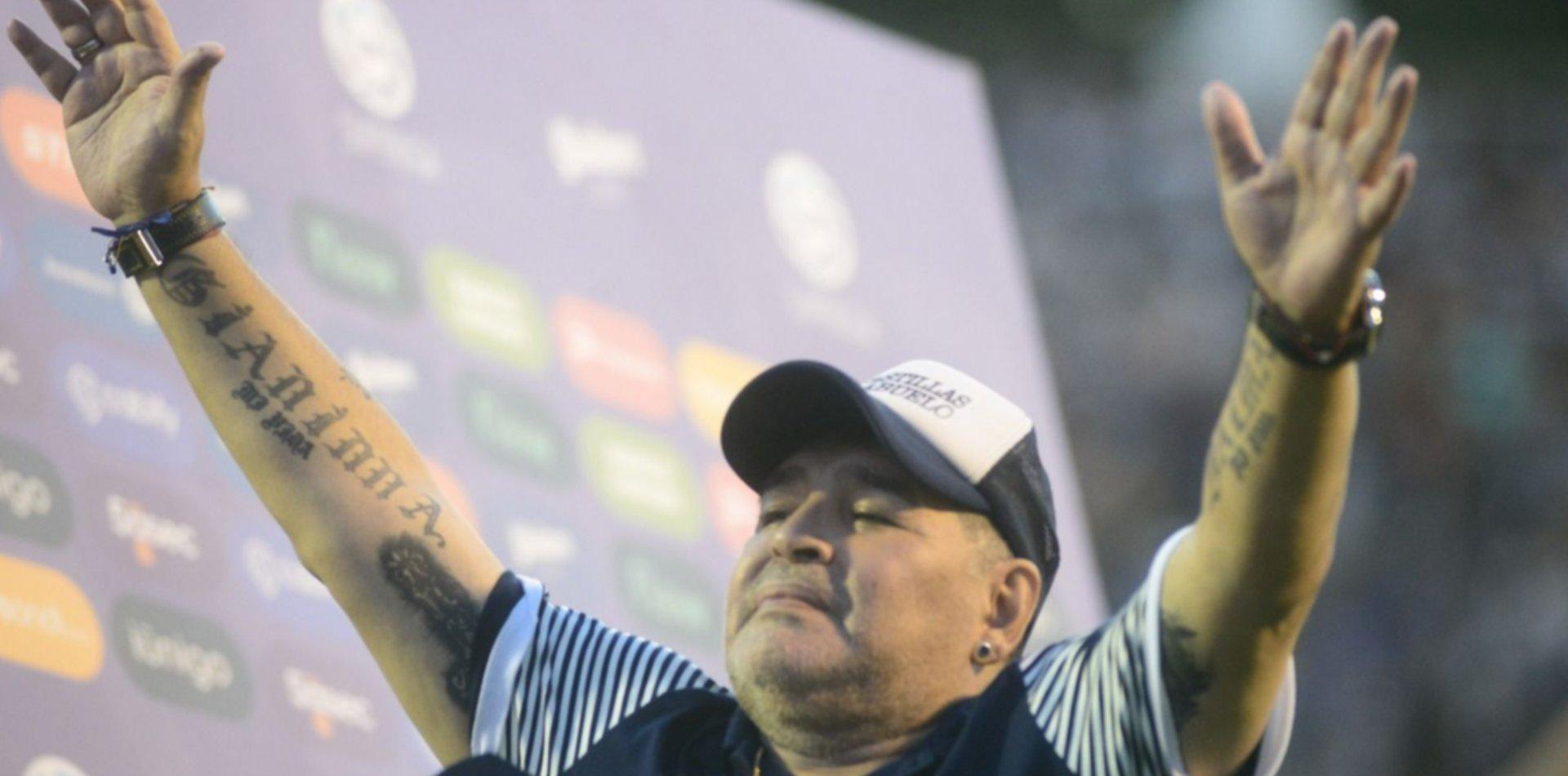 """""""Las 10 del 10"""", la campaña de Maradona para ayudar a La Plata y otras ciudades"""