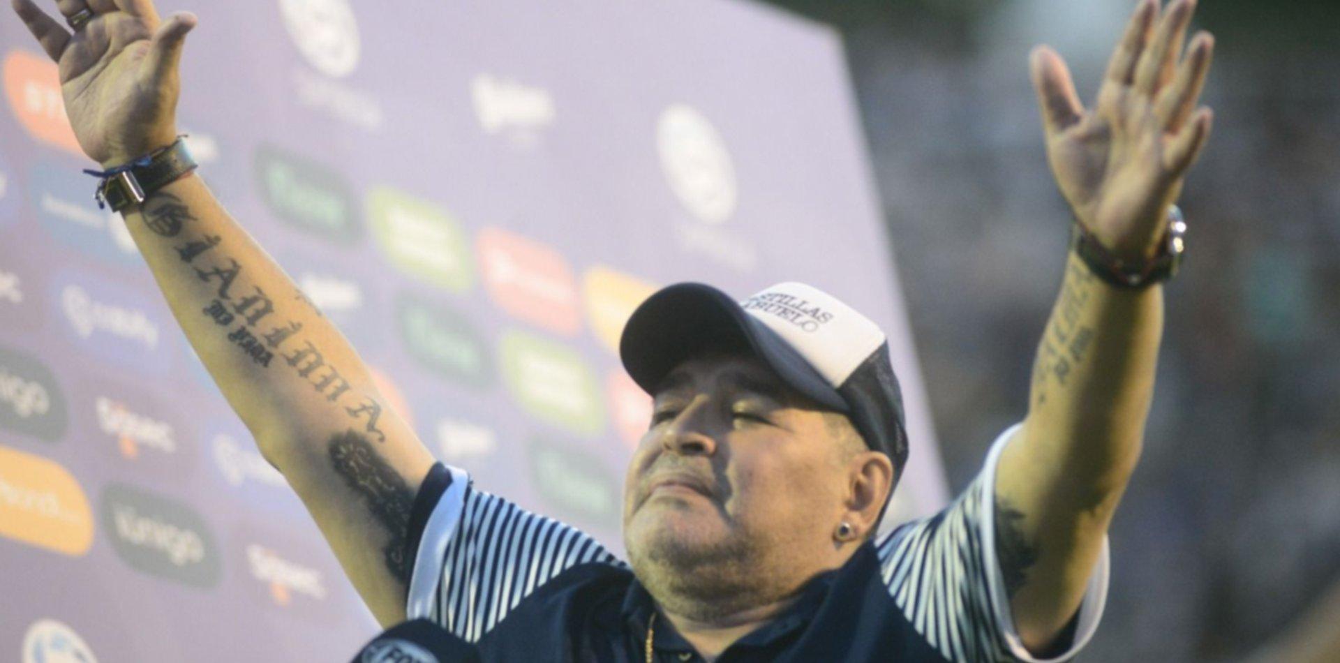 """Una camiseta de Gimnasia para cada pibe"", la campaña tripera que emocionó a Maradona"
