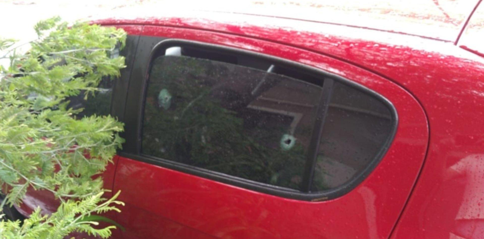 Misterio en La Plata: apareció un auto con impactos de bala y rastros de sangre