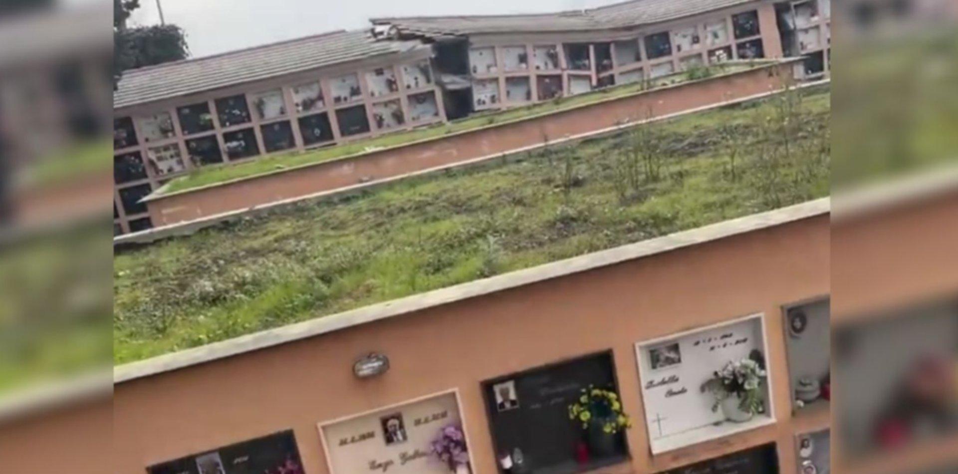 VIDEO: Así se desmoronó un cementerio y decenas de cadáveres flotan en el mar