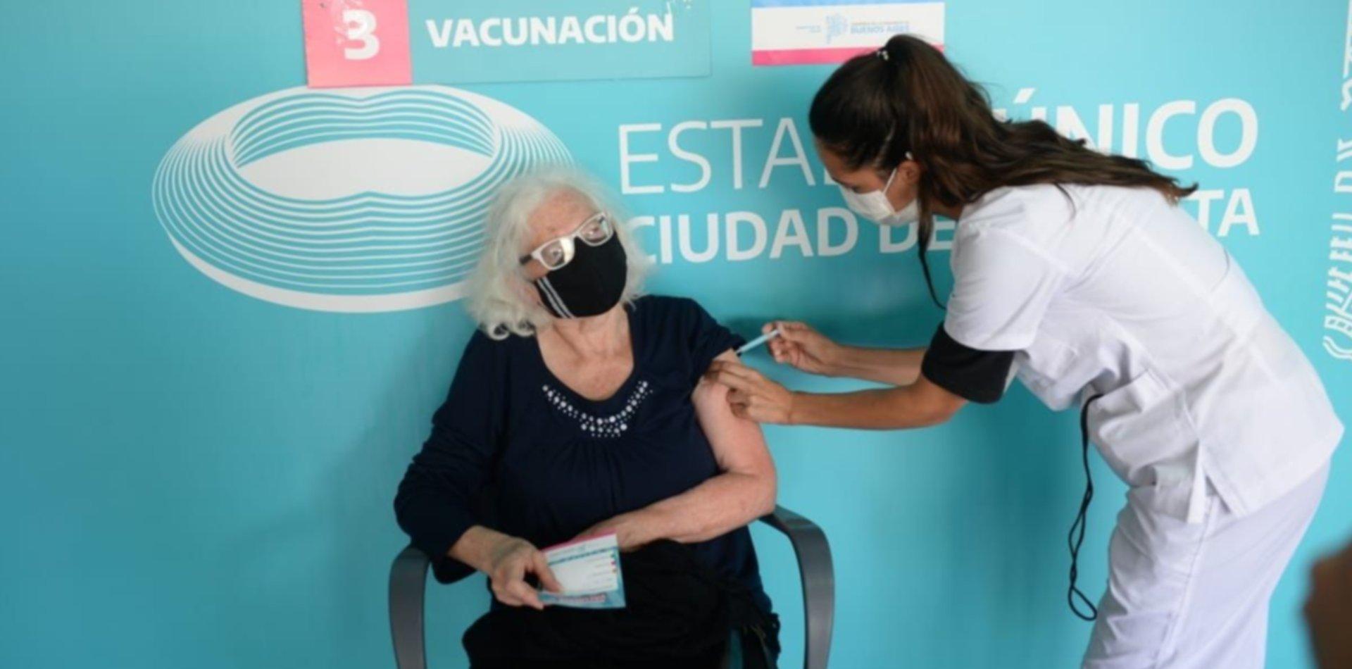 Así arrancó la vacunación con la dosis de AstraZeneca en La Plata