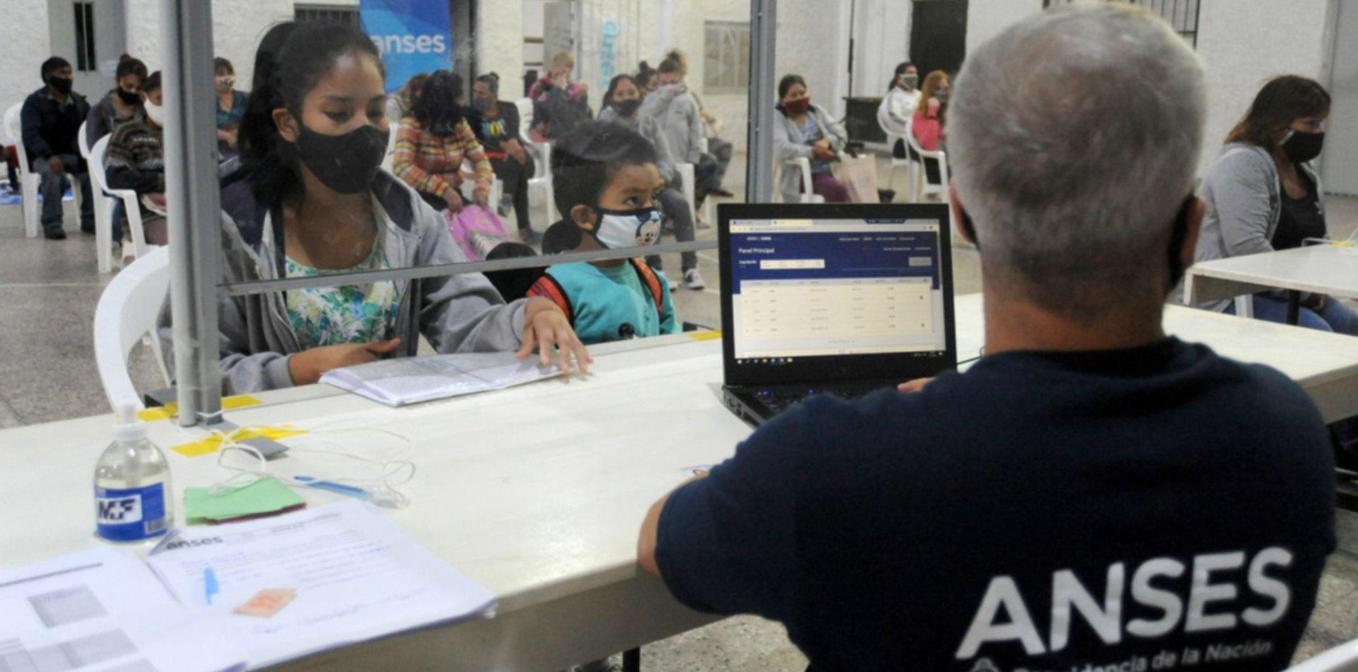 Cómo es el ingreso universal que reemplazaría al IFE y que evalúa el Gobierno