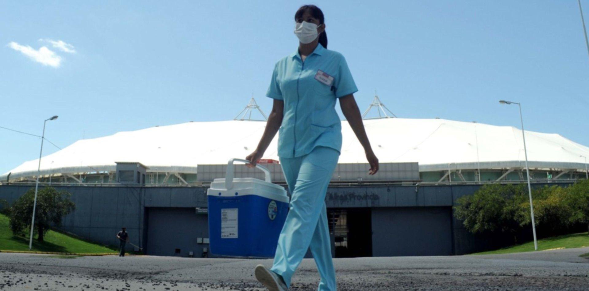 Reprograman turnos de vacunación en el Único por el partido de River y Atlético Tucumán