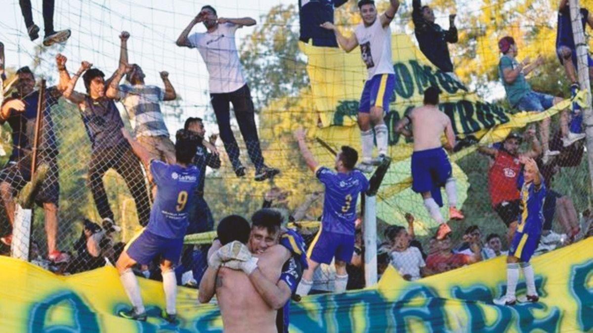 Un club de barrio de La Plata busca un lugar el fútbol profesional de la AFA