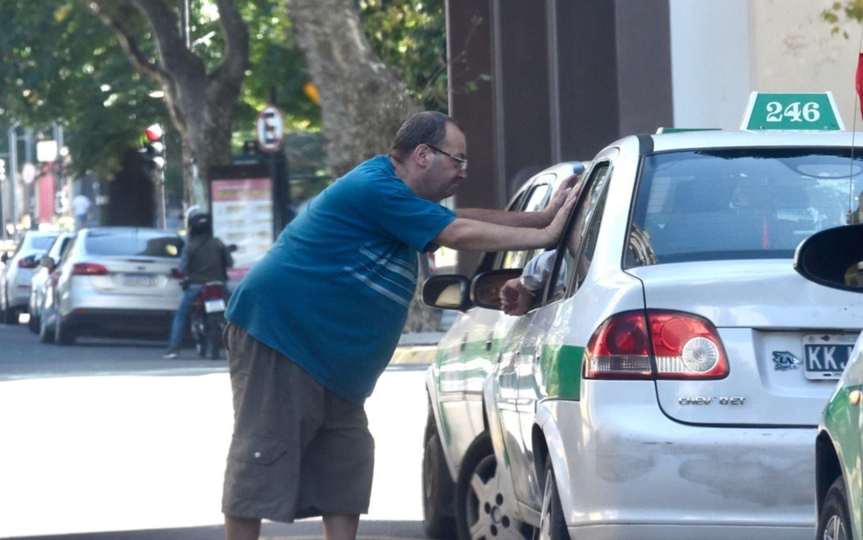 Con angustia y en crisis, los taxistas piden ayuda para los choferes que más lo necesitan