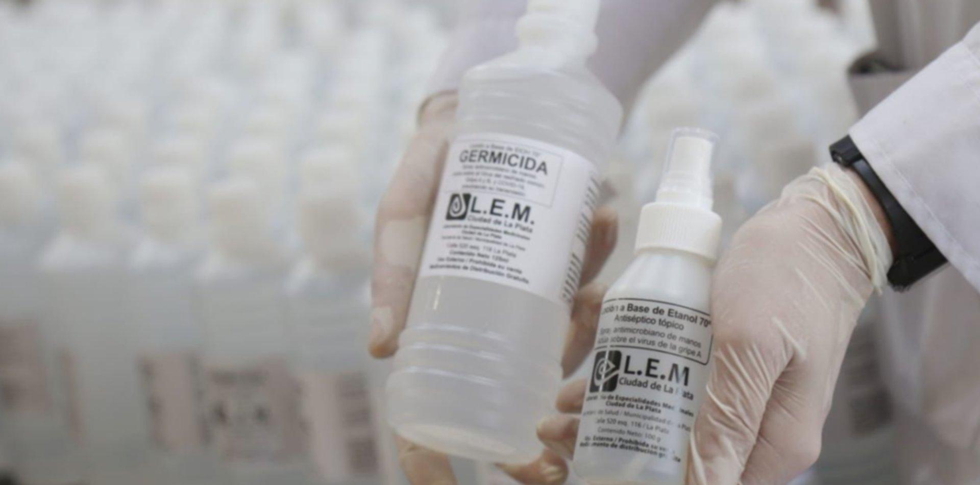 Un laboratorio de la UNLP hizo más de 2.500 litros de alcohol para donar en plena pandemia