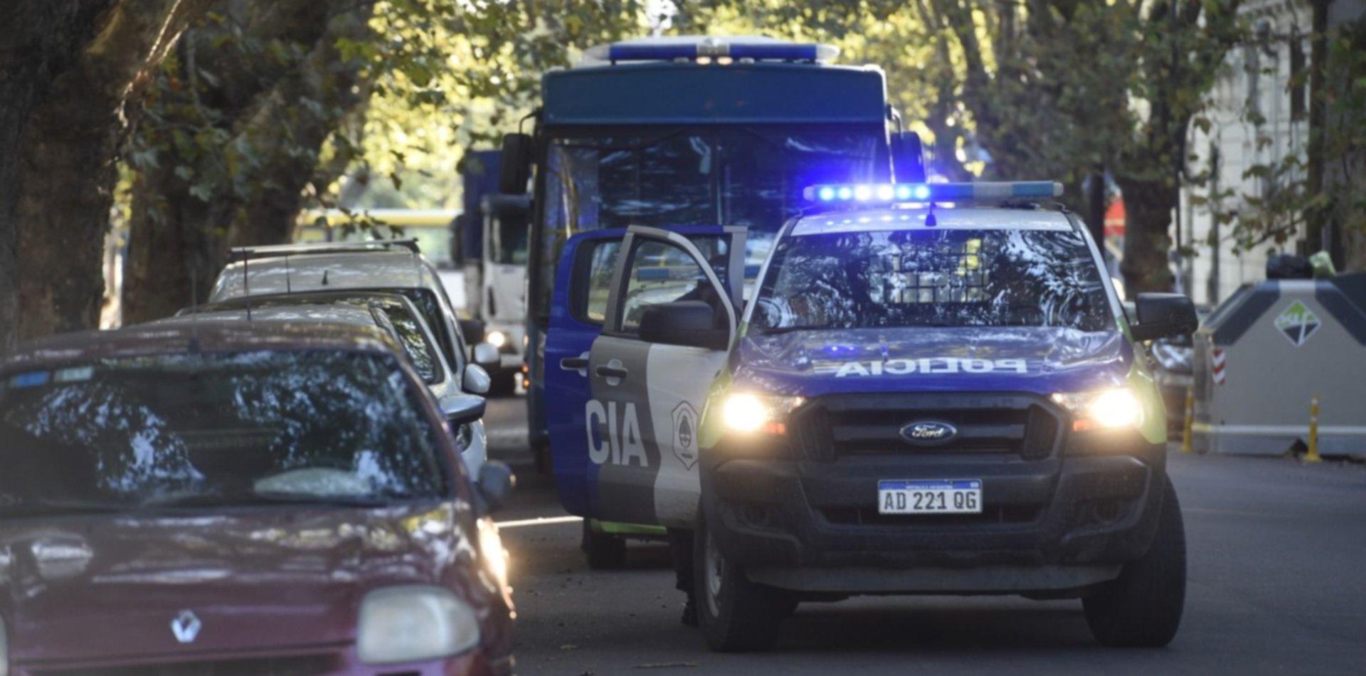 Brutal asalto en La Plata: golpearon a un hombre, redujeron a su familia y les robaron