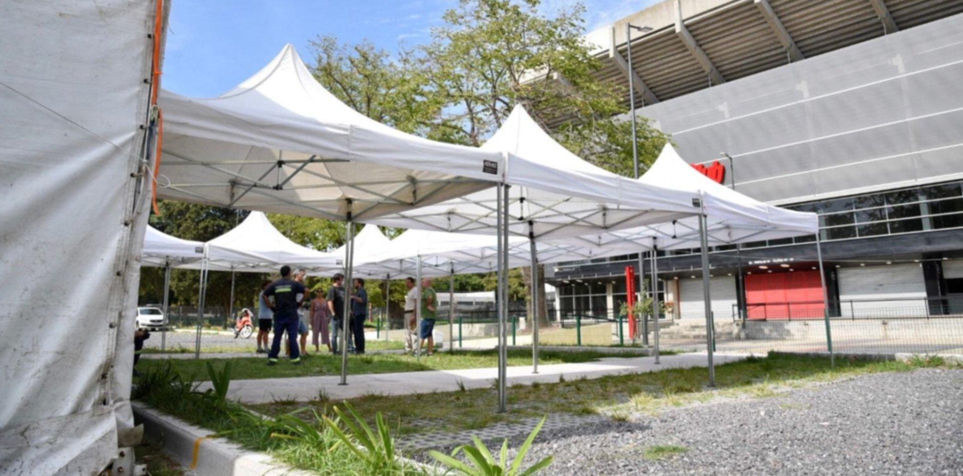 Con 50 camas, así es el hospital de campaña que arman Estudiantes y la Municipalidad en UNO