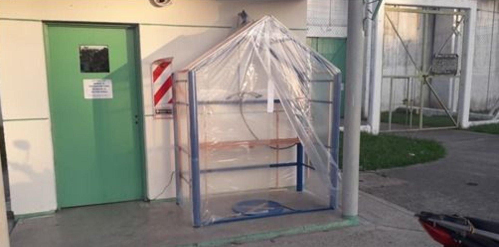 Cabinas de desinfección, el ingenioso sistema de los presos bonaerenses que se suma a la lucha contra el coronavirus