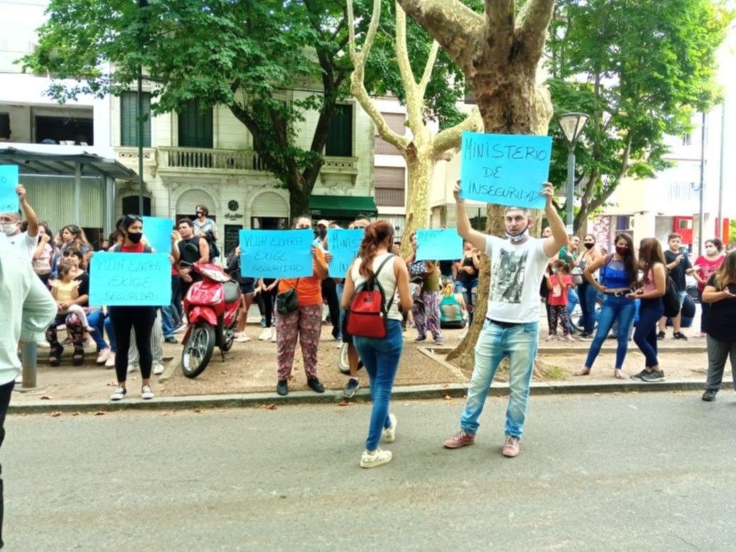 Ante la ola de inseguridad, platenses marcharon contra Berni frente al Ministerio