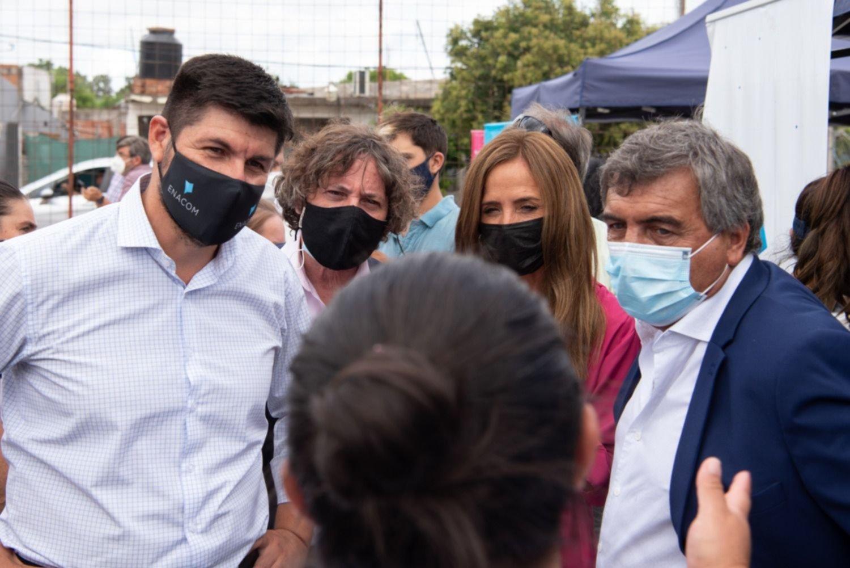 Enacom entregó de tarjetas de telefonía para barrios vulnerables de La Plata