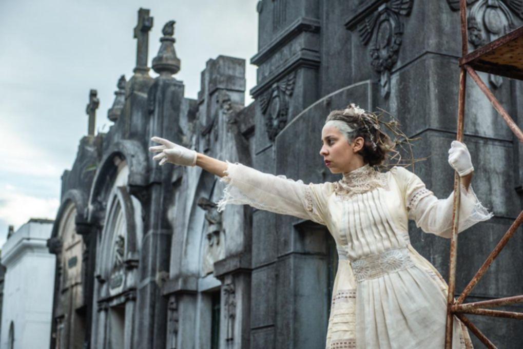 Pequeño Gran Muerto, la obra teatral que tiene al Cementerio de La Plata como escenario