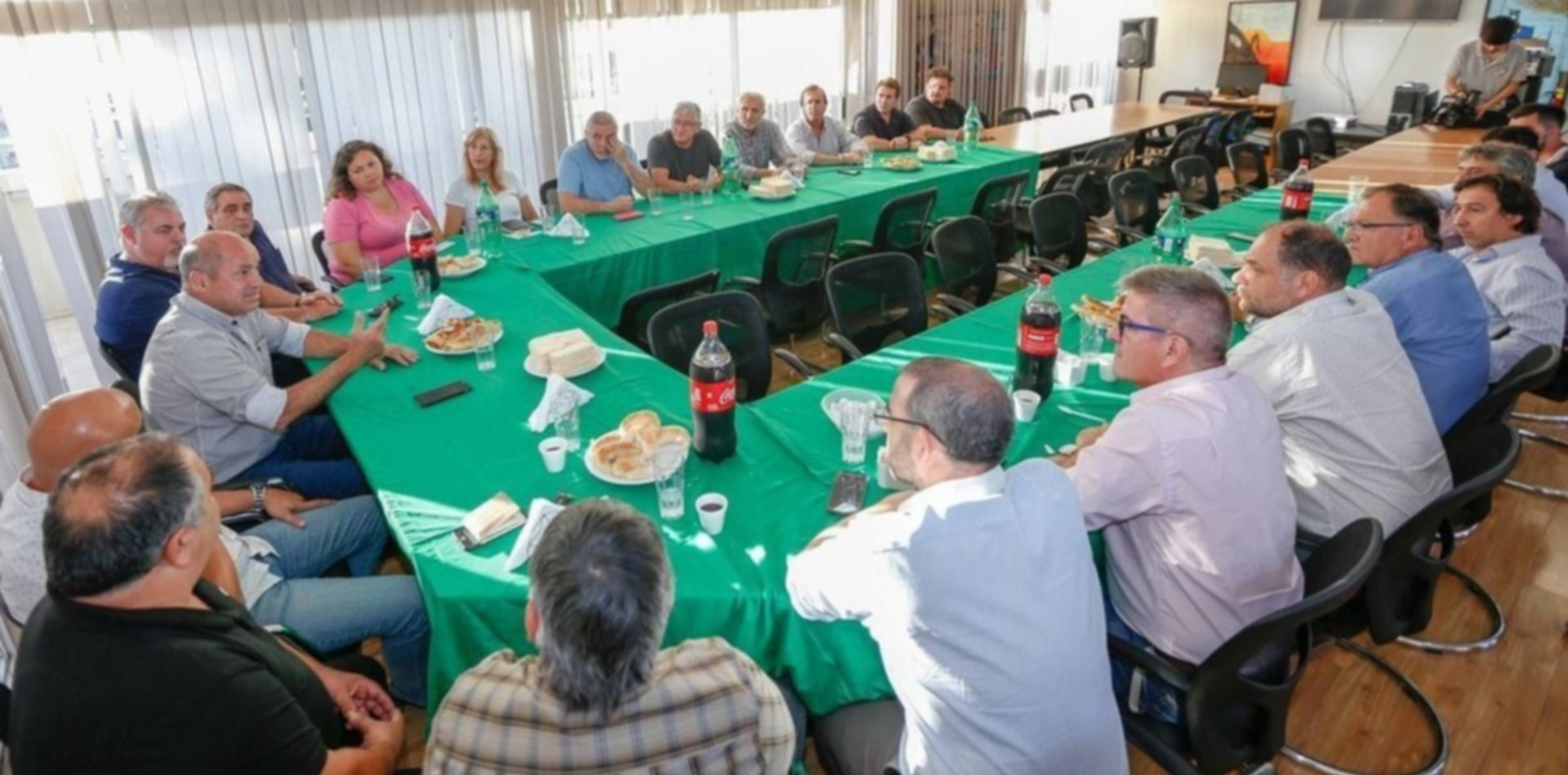 Mario Secco juntó a sindicalistas de la región y sigue desafiando a Ramón Garaza