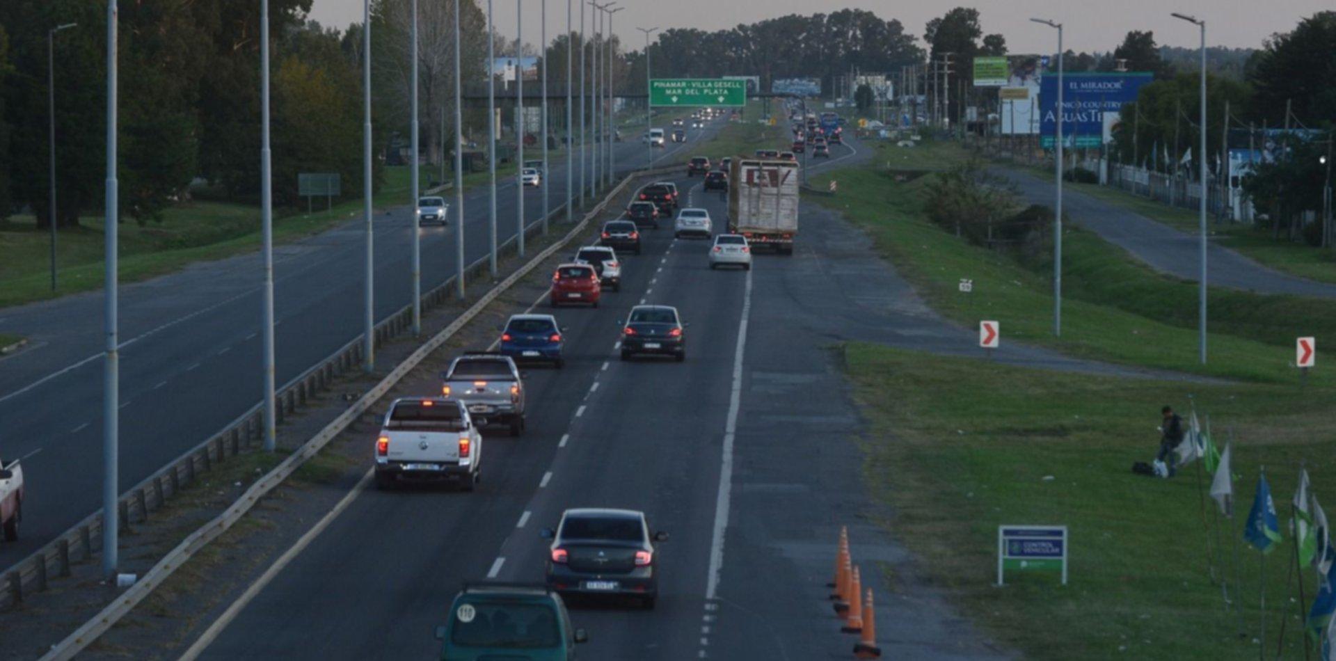 Arrancó el éxodo de Semana Santa: 4 mil autos por hora pasan por los peajes a la Costa