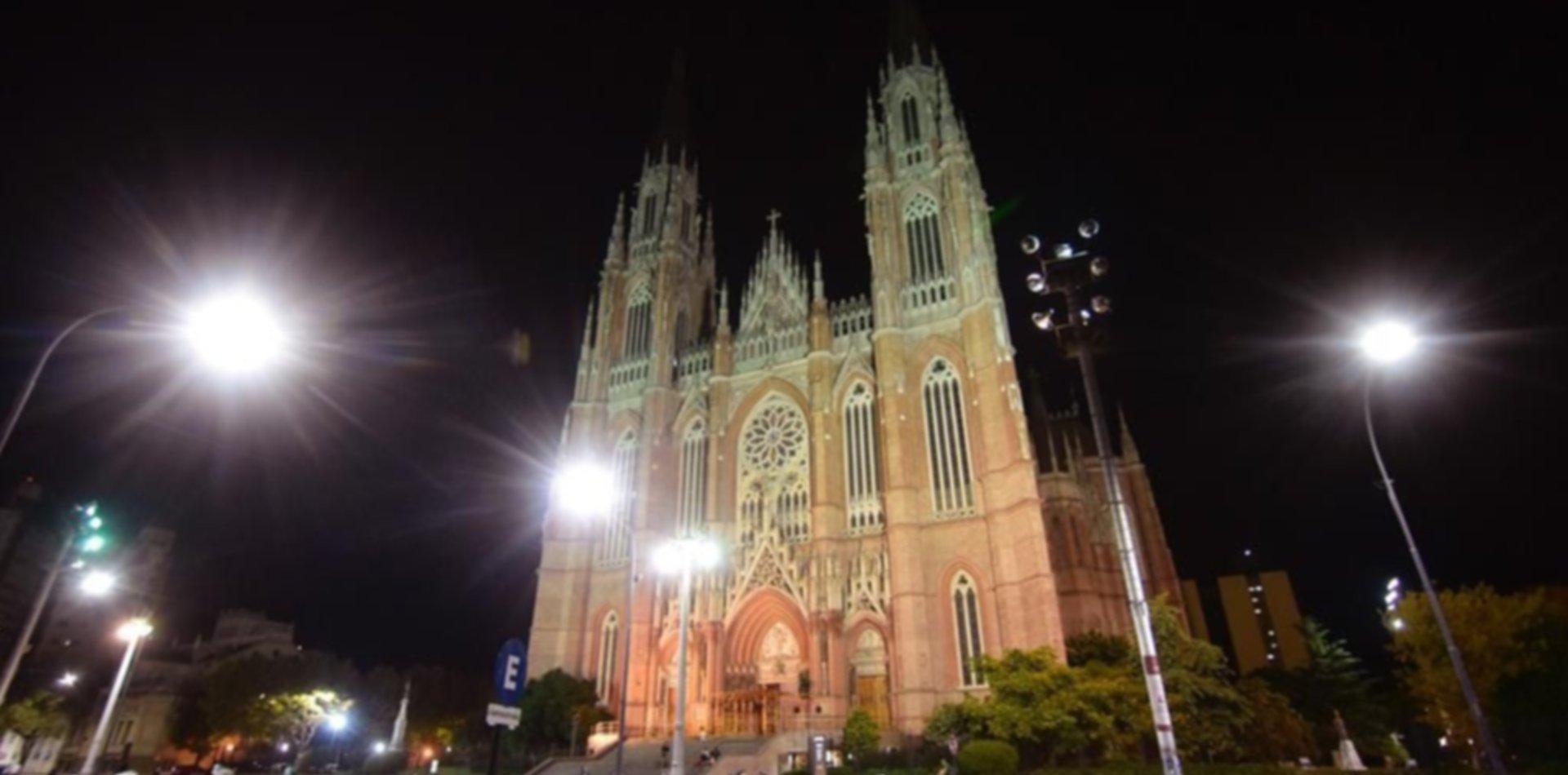 La Catedral platense recibe las Pascuas con nuevas luces Led