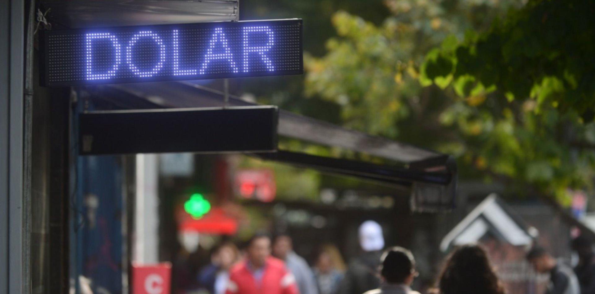 El dólar no se detiene: en La Plata cerró más de dos pesos arriba que en el Banco Nación