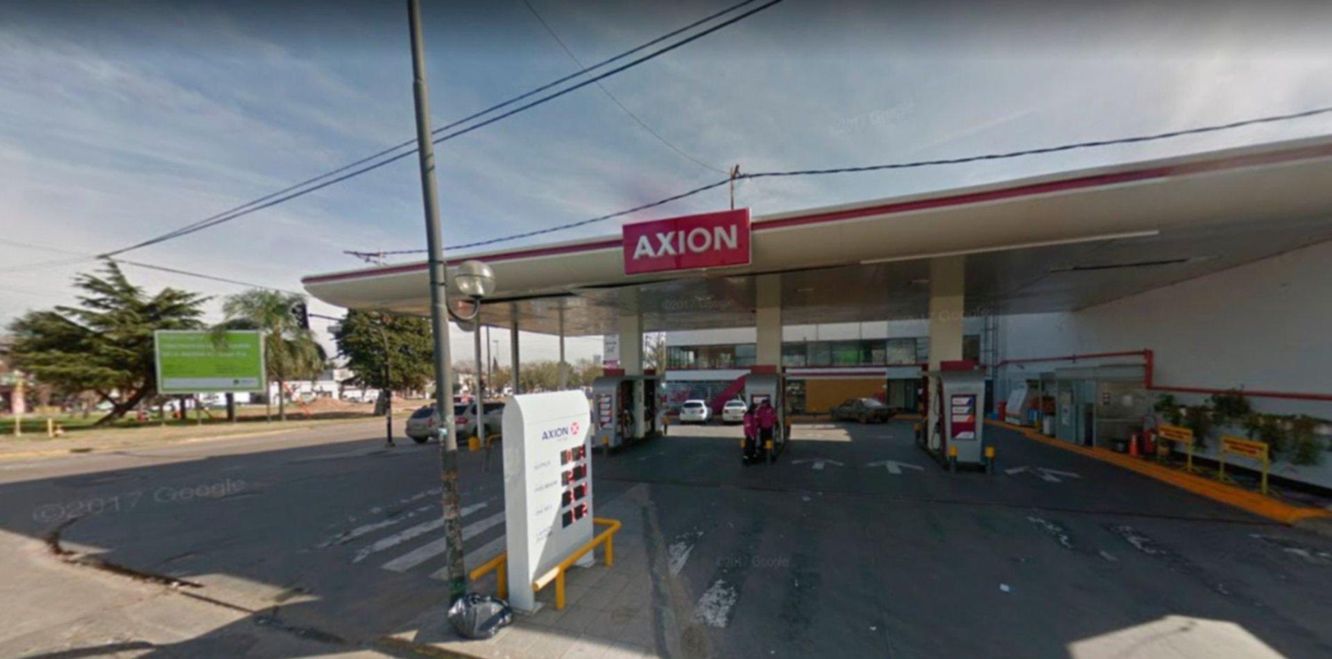 Murió el empleado que se disparó en un baño de la Axion de 44 y 31
