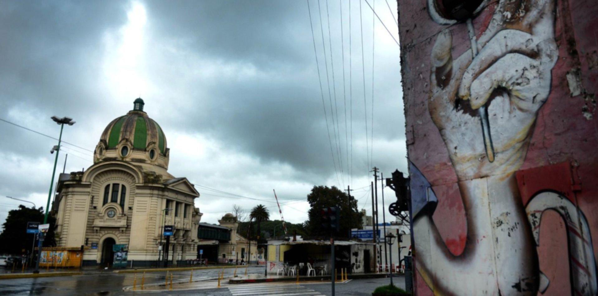 De repente el cielo se oscureció y llueve en La Plata: ¿cómo sigue el pronóstico?