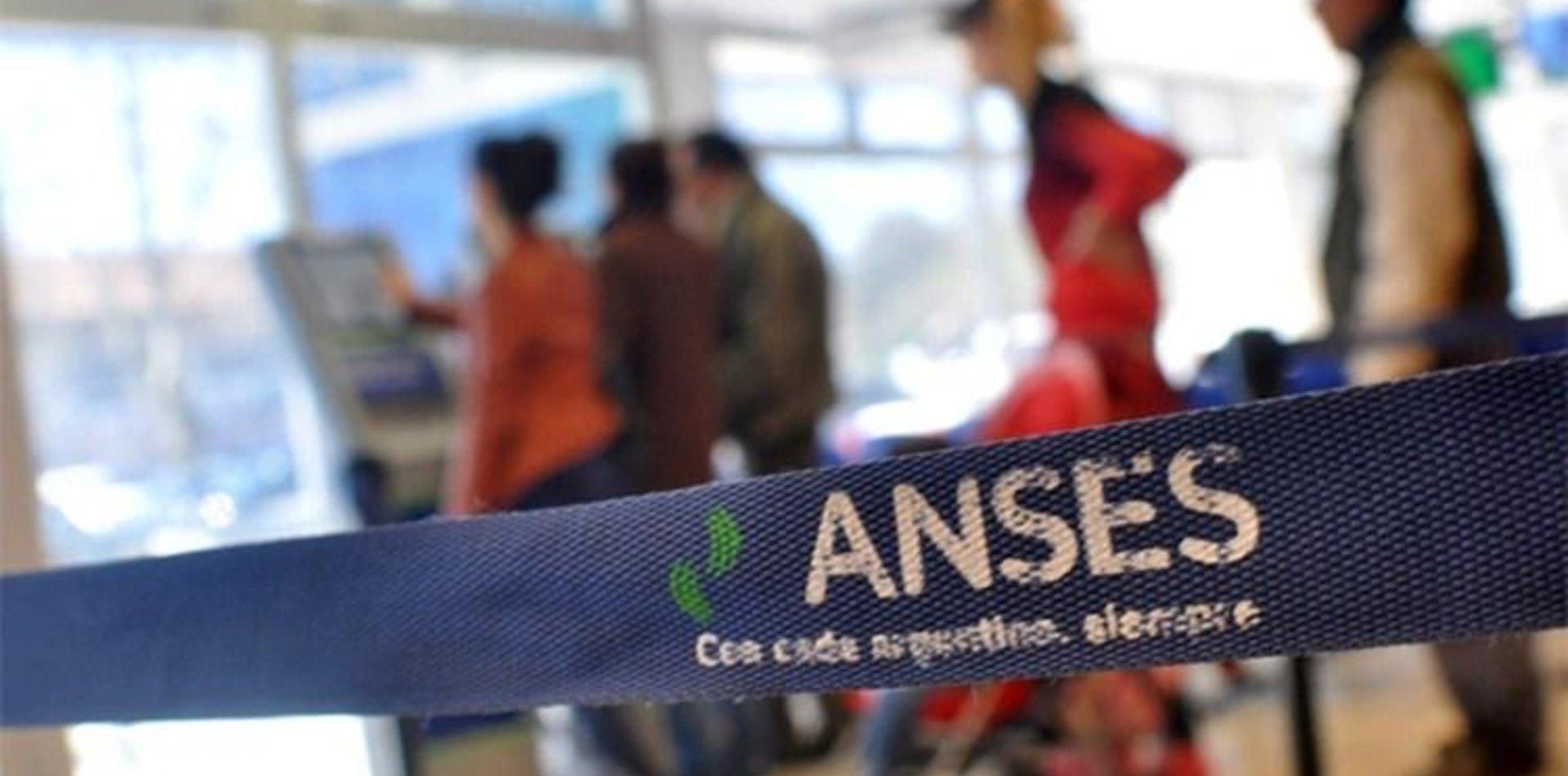 ¿Cuándo se sabrá quiénes podrán cobrar el bono de $10.000 del Ingreso Familiar de Emergencia de la ANSES?