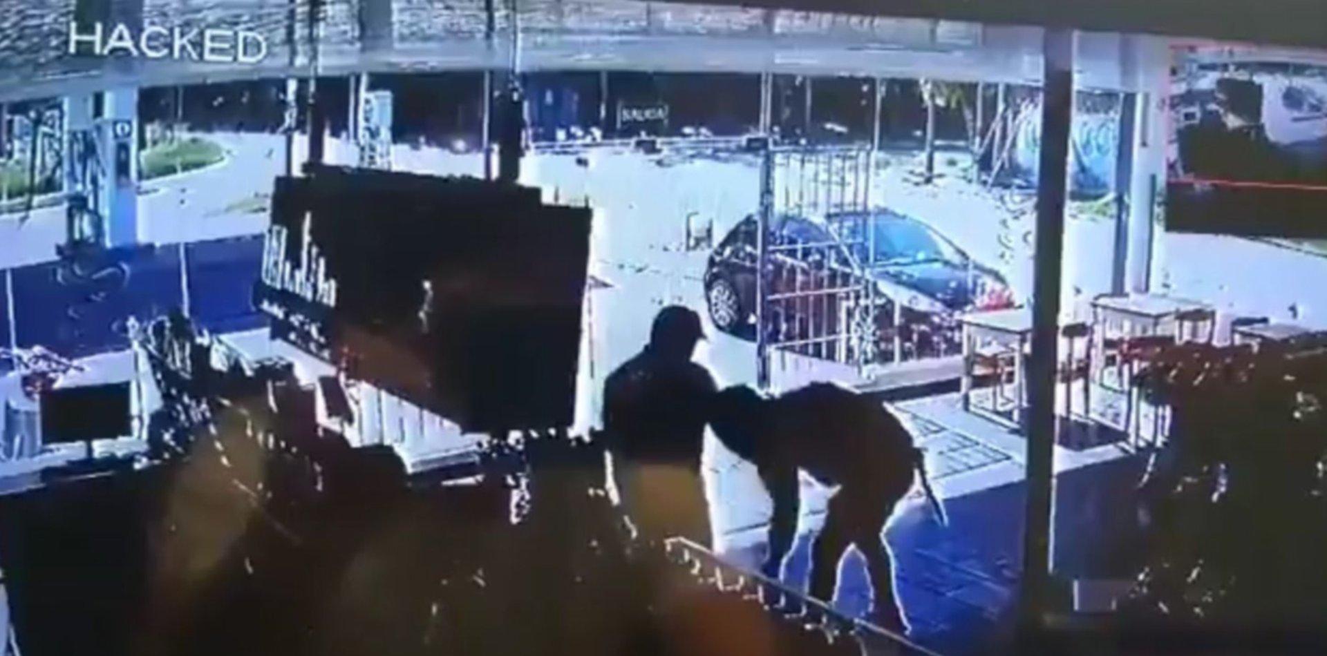VIDEO: Asaltó una estación de servicio de La Plata armado con una cuchilla y se llevó más de $30 mil