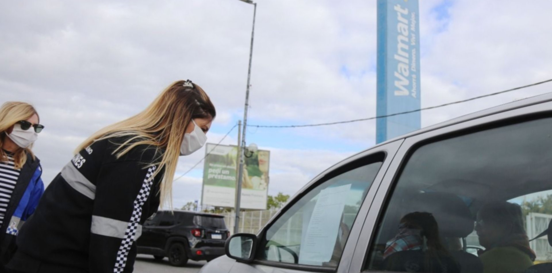 Refuerzan controles en La Plata y en Carrefour, Walmart y Nini solo se podrá entrar de a una persona por auto