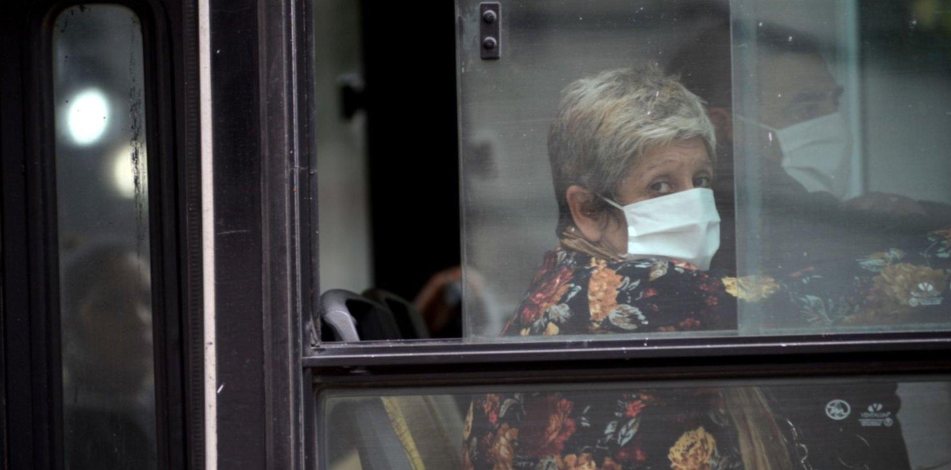 Aforo, distancia y desinfección: el nuevo protocolo para viajar en el transporte público