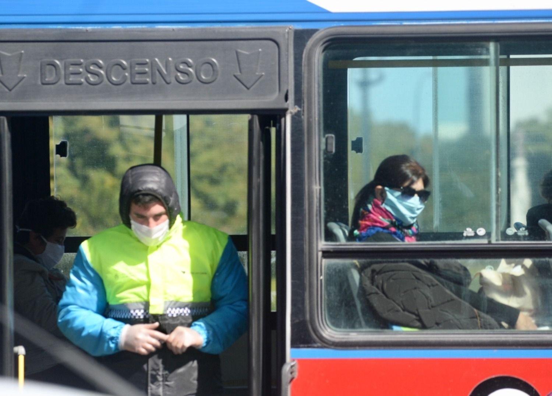 """""""Habrá que viajar abrigado"""": fijarán ventanas de trenes y micros para que queden abiertas"""