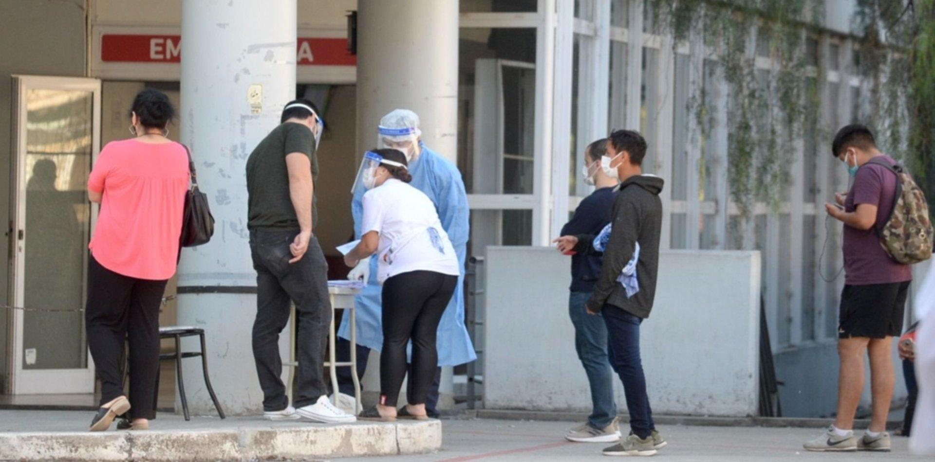 Los hospitales de La Plata colapsaron y se volvieron a llenar de personas para hisoparse