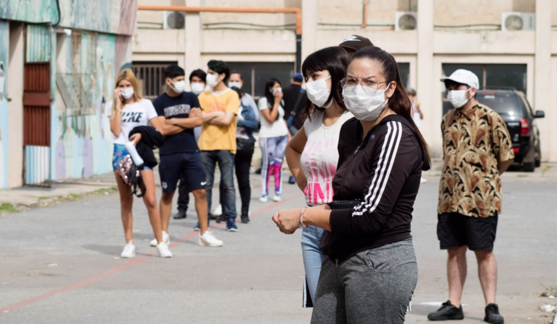 ¿Ya pasó el pico de contagios de coronavirus de la segunda ola en Argentina?