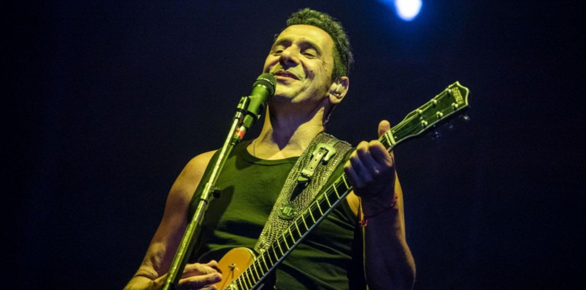 Ricardo Mollo paró su show en La Plata, pidió un pañuelo verde y habló del aborto legal