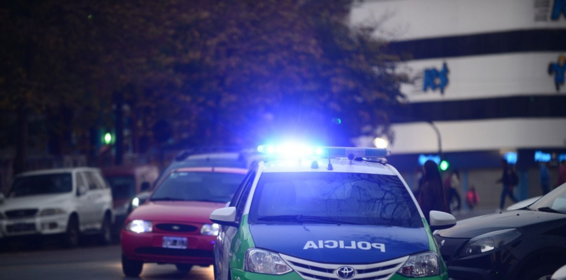 Un grupo de jóvenes de entre 14 y 23 años golpeó y robó a una persona en pleno centro