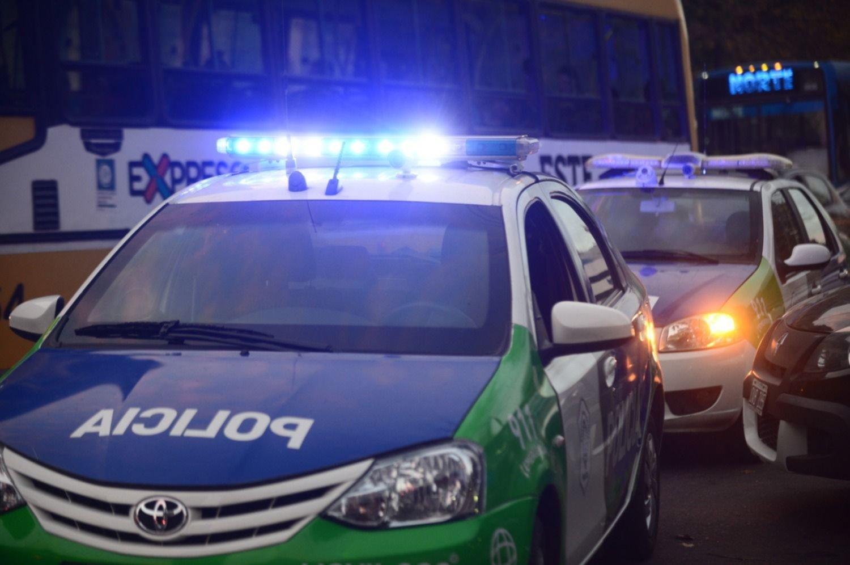 Golpearon y arrastraron a una mujer para robarle la cartera en Villa Elisa