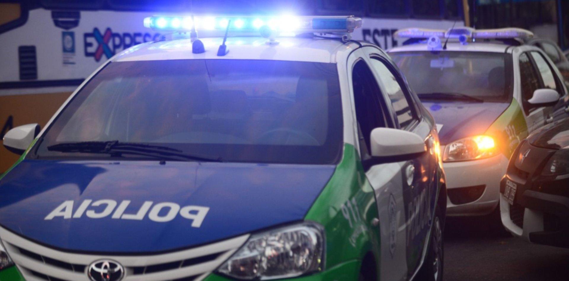 Choque, persecución y pelea con policías en un procedimiento en La Plata