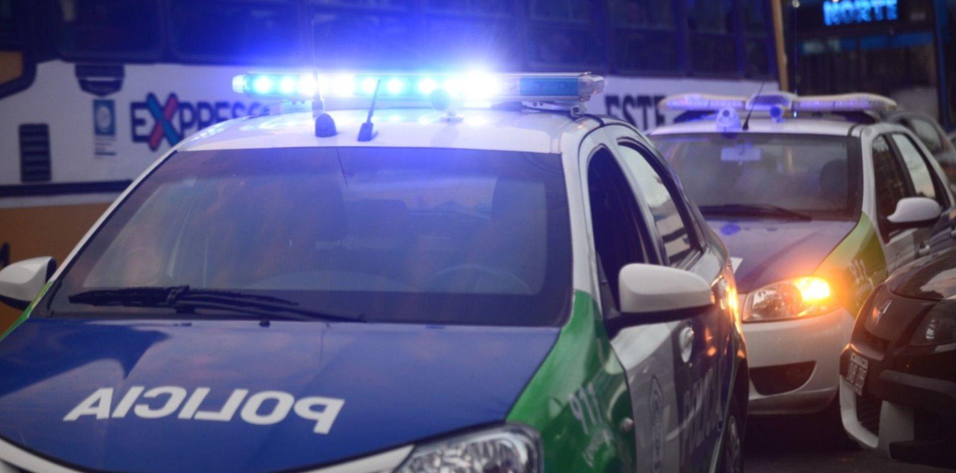 Violento robo a un repartidor en La Plata: le gatillaron dos veces para quitarle la moto