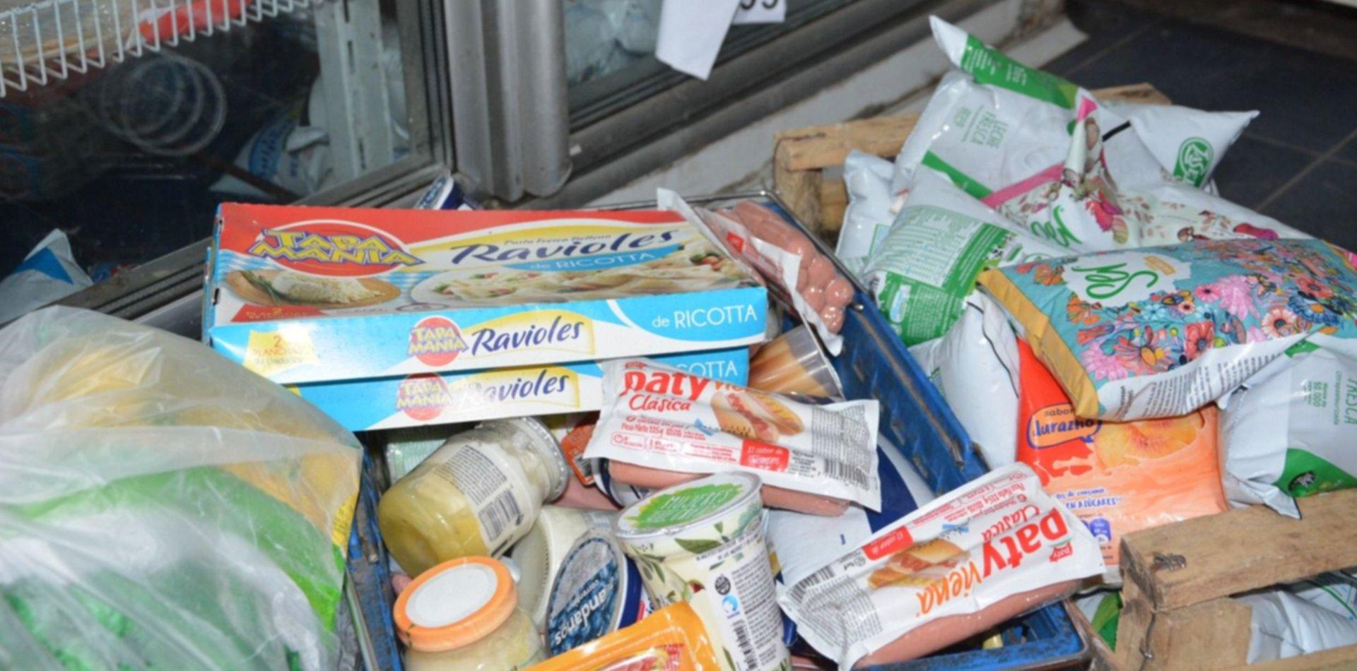 Porotos, quesos y leche para bebés: qué había en el supermercado clausurado