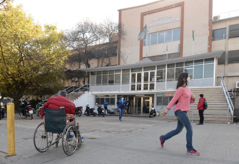 """El hospital San Martín se queda sin camas y deberán """"decidir a quién dárselas"""""""