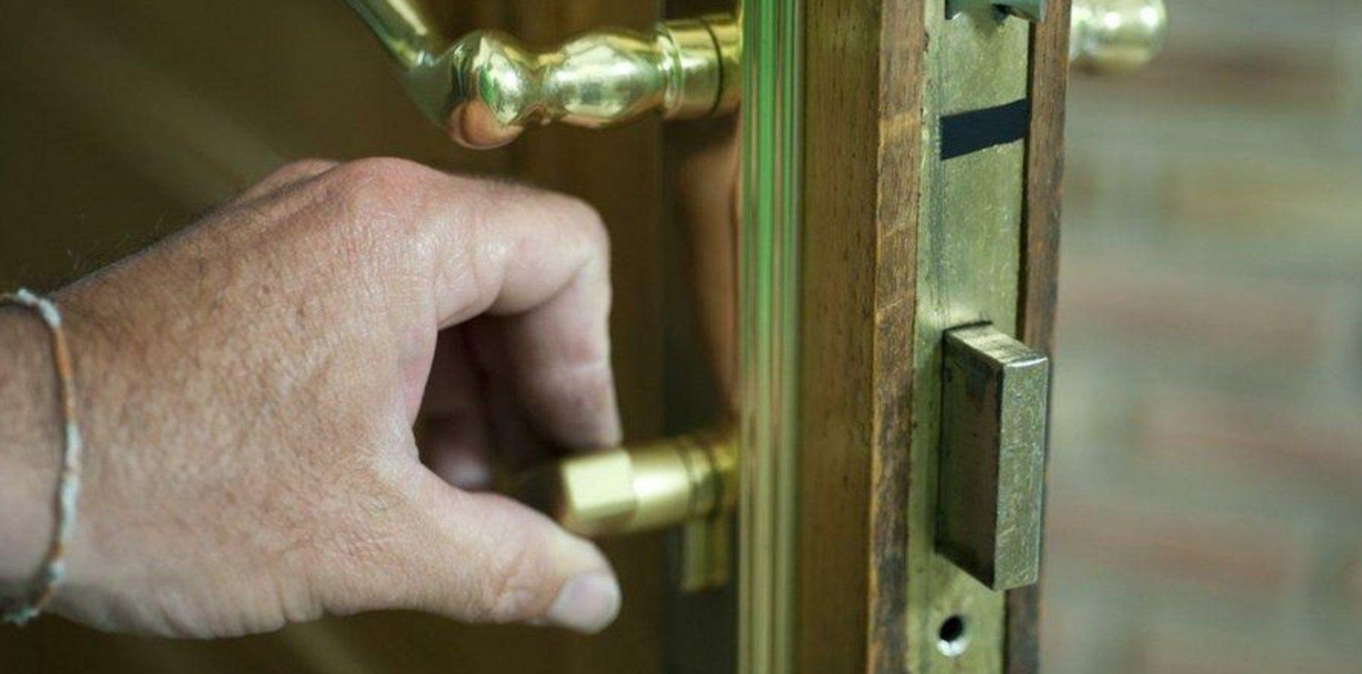 Se metieron en una casa de La Plata, le cambiaron la cerradura y quisieron usurparla