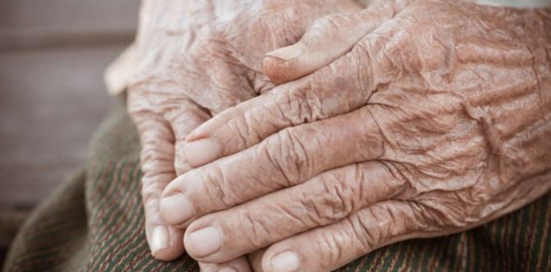 Brutal robo a un abuelo: lo despertaron y amordazaron para robarle la jubilación