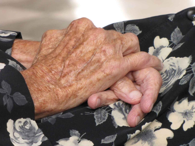 Entraron por el altillo a la casa de una abuela de 90 años y todos los ahorros