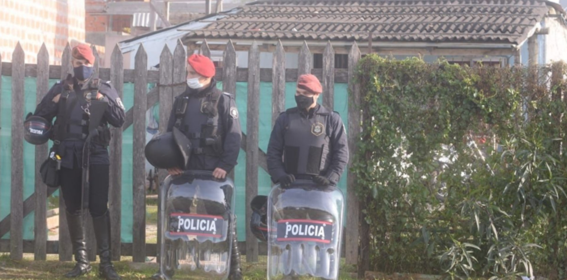 Crimen, incendio y tensión: así está el barrio de La Plata donde mataron a un joven