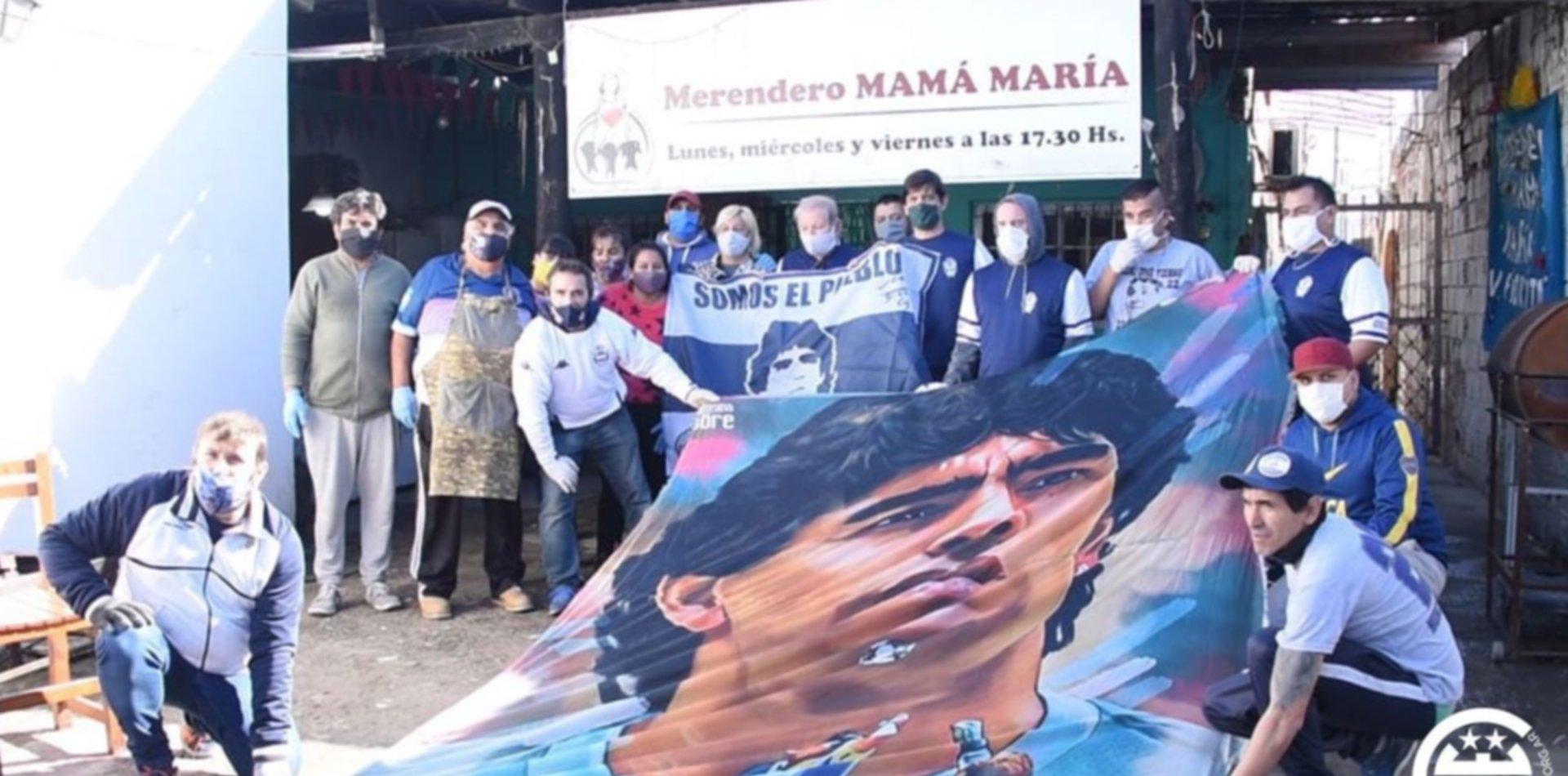 Gimnasia llevó donaciones a Villa Fiorito e hizo emocionar a Diego Maradona